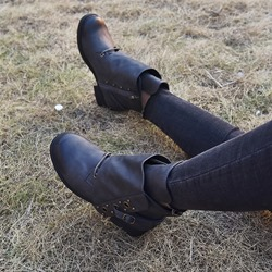 Shoespie Trendy Closed Toe Color Block Chunky Heel Casual Boots